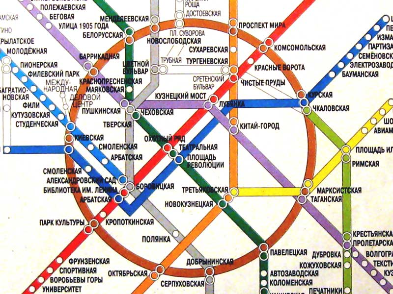Станция метро Комсомольская