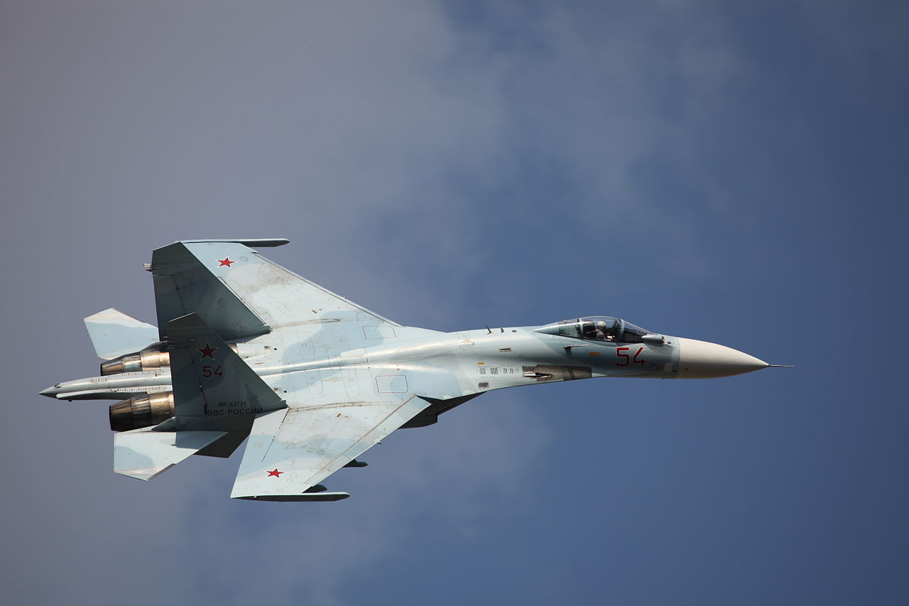 по мнению российских лётчиков, F-15 уступает в маневренности на дозвуковых скоростях Су-27